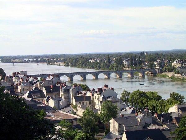 Petit coup d'oeil sur le panorama, et le pont sur la Loire