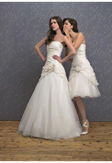 Aujourd'hui, en cette période estivale, propice aux mariages, voici quelques unes de ces robes qui font toujours rèvers la plupart d'entre nous