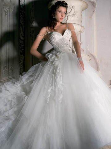 Aujourd'hui, en cette période estivale, propice aux mariages, voici quelques unes de ces robes qui font toujours rêver la plupart d'entre nous.