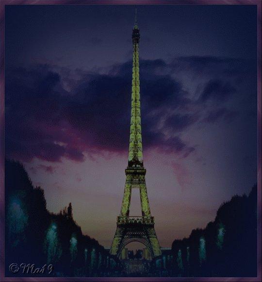 bBon 14 juillet, joyeux feux d'artifice à tous les français