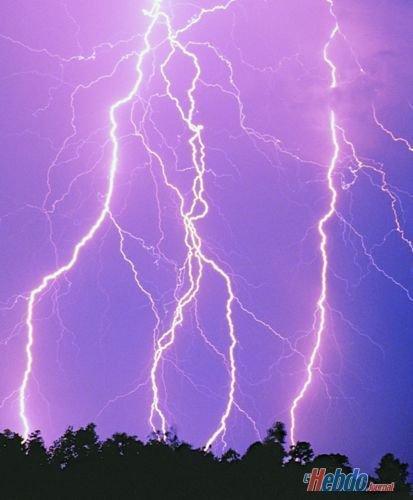 Aujourd'hui, pour rester dans l'actualité pas toujours rose pour tout le monde, voici quelques photos de ces orages tant redoutés un peu partout