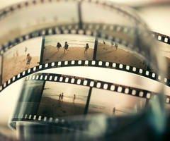 •« Ce que la photographie reproduit à l'infini n'a lieu qu'une fois. »    Roland Barthes