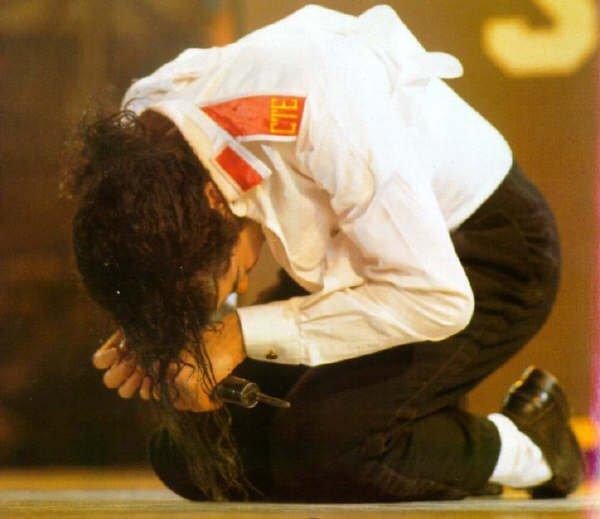 Je trouve sa scandaleux c'est pas possible il lui foutron jamais la paix je reve :'( :( :( michael comme je suis désoler pour toi :(