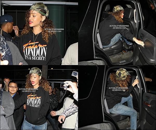 . 11 janvier - Rihanna a été aperçue à un match de Basket des Clippers contre les Miami Heat à Los Angeles.+ Rihanna a été également sortant du Staples Center à Los Angeles. Top, Bof ou Flop ?.