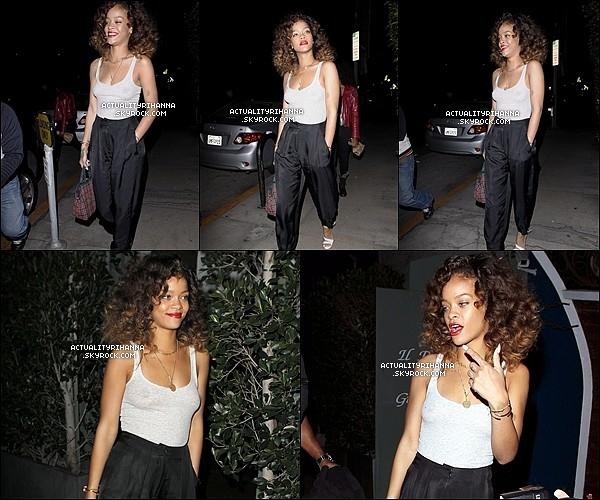 """. 25 janvier - Rihanna a été vue sortant du restaurant """"Giorgio Baldi"""" à Los Angeles. Top ou Flop ?Rihanna a laissé apparaître son nouveau tatouage (temporaire ou définitif) """"THUG LIFE"""", en hommage à Tupac.."""