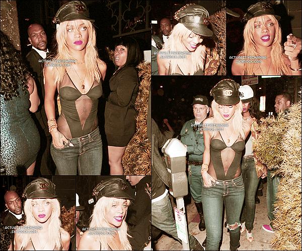 """. 05 février - Rihanna a été vue quittant le """"Greystone Manor"""" à Los Angeles. Top ou Flop ?Rihanna est vraiment très belle, j'aime son maillot, petit TOP pour moi. Que penses-tu de la tenue de notre Riri ?."""