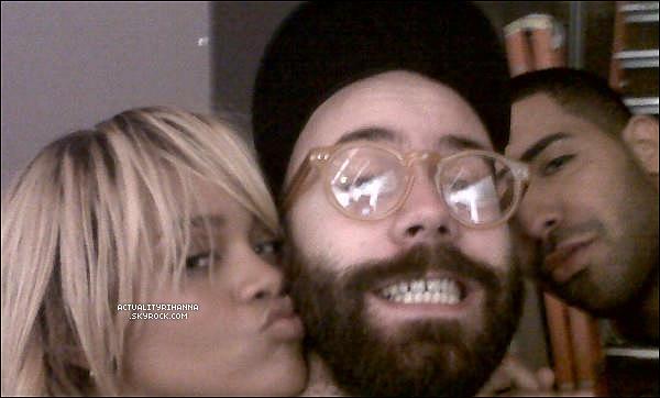 """. 10 février - Rihanna quittait un studio d'enregistrement à Los Angeles. Top ou Flop ?+ Une photo du tournage du clip """"Take Care"""" de Drake en featuring avec Rihanna est apparue. Qu'en pensez-vous?."""