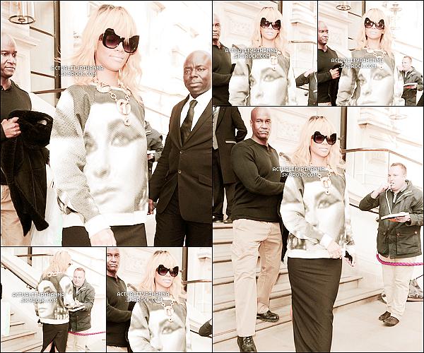 . 26 février - Rihanna a été aperçue sortant de son hôtel à Londres. Tu aimes sa tenue ?+ Rihanna repart aux USA le 28 février pour enregistrer l'émission de Jonathan Ross qui sera diffusé le 3 mars..