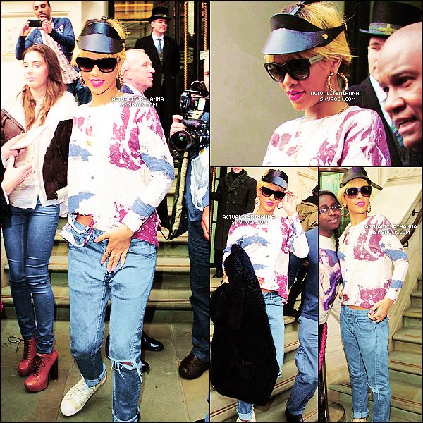 . 28 février - Rihanna quittait son hôtel puis se rendait dans un studio à Londres. Top ou Flop ?J'aime beaucoup la tenue dans le style urbain mais toujours aussi chic, et la casquette, j'adore !.