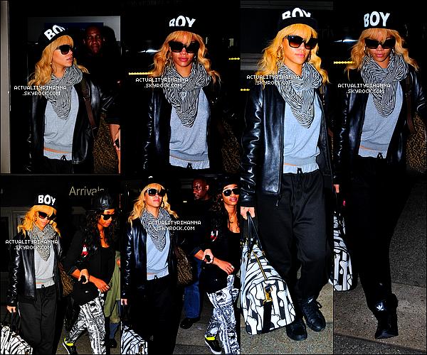 """. 01 mars - Rihanna a été vue à l'aéroport """"LAX"""" de Los Angeles. Tu aimes sa tenue ?Le soir, Rihanna sortait du restaurant Giorgio Baldi à Los Angeles. On voit qu'elle a repris ses habitudes !."""