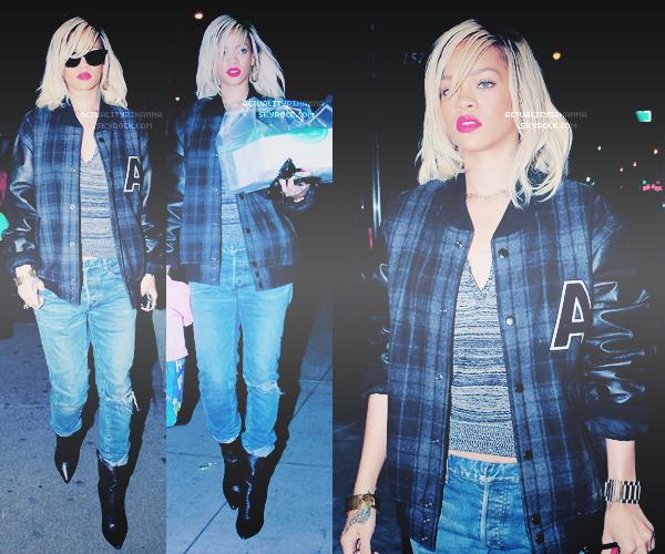 """. 16 MARS - Rihanna était au supermarché """"Whole Foods"""" allant faire ses courses à New York.La belle a posté des photos avec ses grands-parents. Puis plus tard Riri est sortie de son hôtel à New York. Top ou Flop ?."""