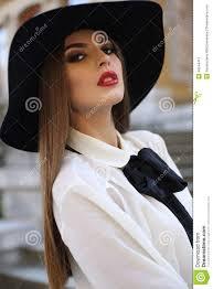 Concours #2 : Élégante avec un chapeau