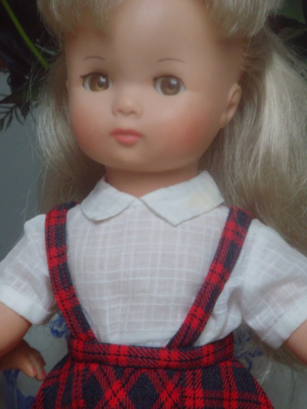 Christine a les yeux marron