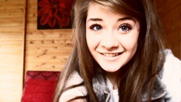 Ça se perd pas le sourire ça s'oublie seulement. Puis ça reviens un jour avec le temps .