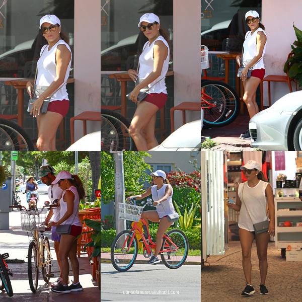 06/08/17 : Eva se trouvant au Bike Ride à South Beach - Miami. C'est un TOP pour moi, qu'en penses-tu ?[/font=Arial]