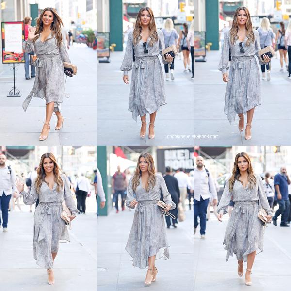 09/08/17 : Les paparazzis ont croisé notre chère Eva qui effectuait une sortie, à - New-York. Eva est resplendissante dans cette robe grise. C'est un TOP pour ma part, et vous ? [/font=Arial]