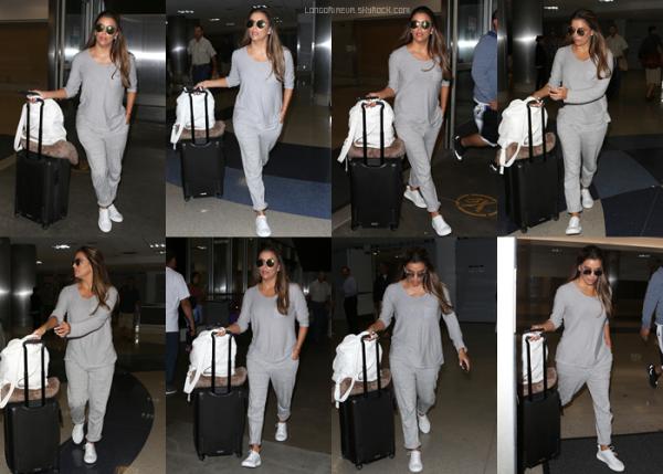 15/08/17 : Eva était présente à l'aéroport LAX, à - Los Angeles. Eva est radieuse et ça fait plaisir à voir. Petit top pour ma part, et vous ? [/font=Arial]