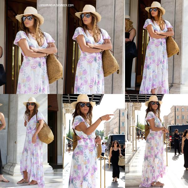 04/09/17 : Eva était de sortie, à - Athènes en Grèce. La miss était toute jolie comme d'habitude. Petit top pour ma part, et vous ? [/font=Arial]