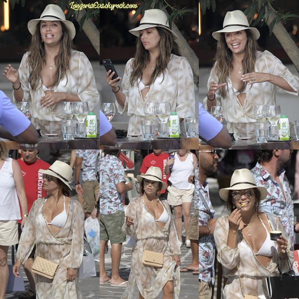 08/09/17 : Eva à été aperçue par les paparazzis pendant qu'elle faisait du shopping, à - Mykonos. Rien à redire, Eva est ravissante, j'adore ! [/font=Arial]