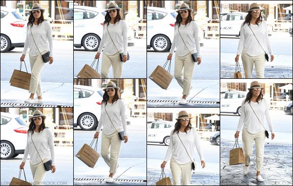 03/10/17 : Evaa été photographiée dans les belles rues de Beverly Hills, en - Californie. J'aime bien la tenue, elle est trop mignonne !