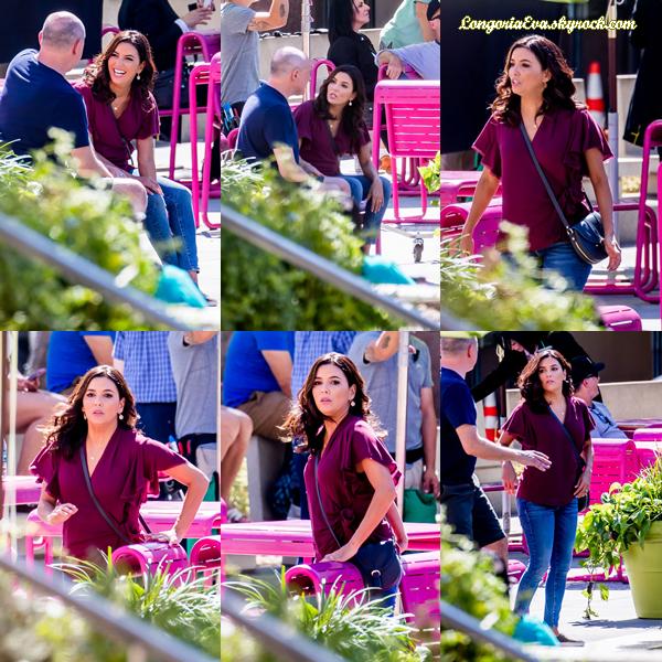 """06/10/17 : Eva a été aperçue sur le tournage de """"Dog Days"""" à Los Angeles , en - Californie. J'ai hâte de voir ce que cela va donner, petit top pour la miss."""