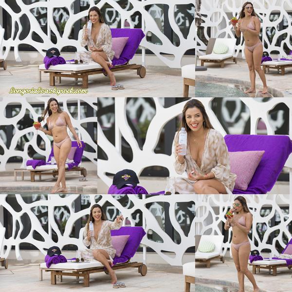 20/07/17 : Eva a été aperçue alors qu'elle était au « Hard Rock Hotel Ibiza » à Ibiza , en - Espagne. Concernant sa tenue, il y a rien à dire puisque c'est un maillot de bain et elle avait également une robe, je lui donne un petit top.
