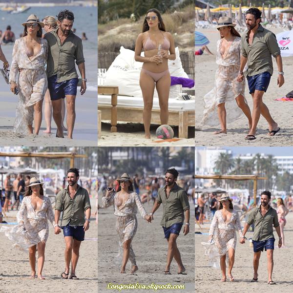20/07/17 : Eva a été aperçue sur la plage à Ibiza , en - Espagne. Concernant sa tenue, la belle Eva portait une robe, je lui accorde un mini top.