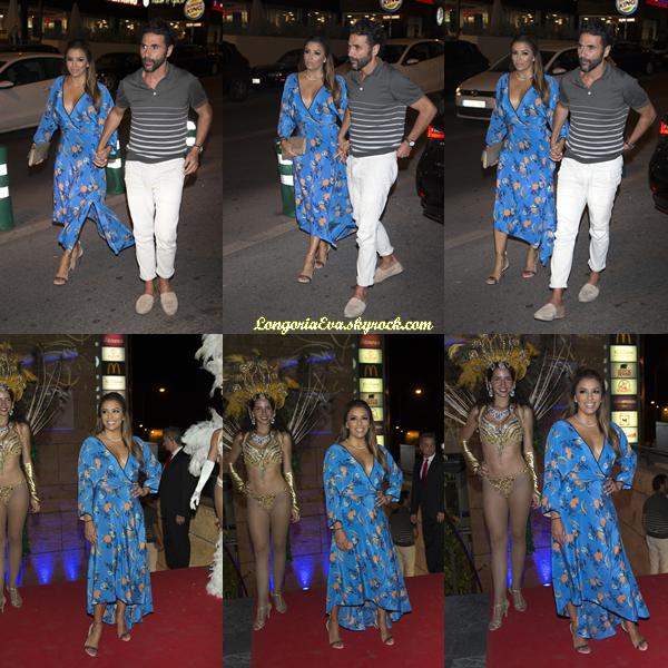 21/07/17 : Eva assiste à une soirée Casino à Majorque , en - Espagne. Concernant sa tenue, Eva portait une robe bleue avec des motifs, je lui accorde un top.