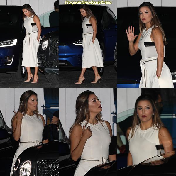 29/07/17 : Eva à été vue arrivant au restaurant « Giorgio Baldi » à Santa Monica , en - Californie. Concernant sa tenue, elle portait une longue robe de couleur claire, je lui donne un top.
