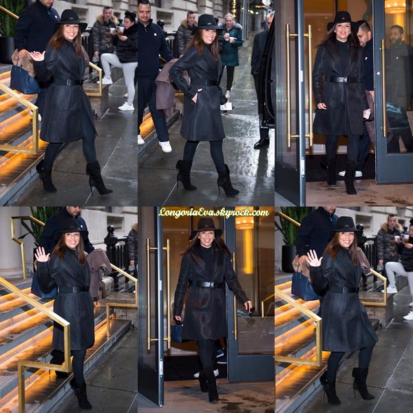 22/11/17 : Eva à été vue à Midtown South , - New-York. J'adore la tenue que porte l'actrice, elle lui va à ravir, top !