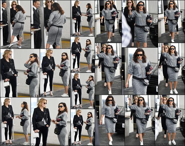 28/11/17 : Eva à été photographiée avecFelicity Huffman dans les rues de Beverly Hills, - en Califonie. J'aime pas trop la tenue qu'elle porte, je lui donne un flop !
