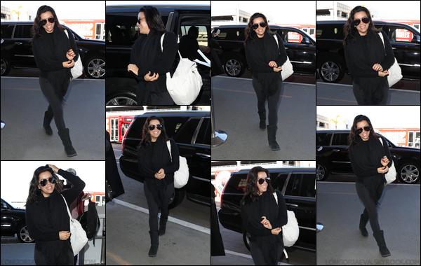 01/12/17 : Eva à été photographiée arrivant à LAX à Los Angeles, - en Califonie. Evaa prit un vol pour se rendre à Washington. Eva porte une tenue assez sombre !