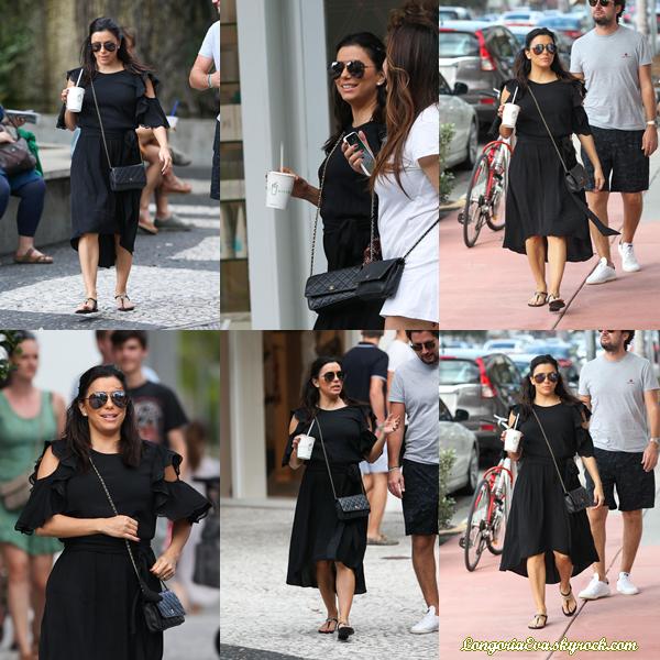 26/12/17 : Eva aperçue avec des amis après un déjeuner à Miami Beach.