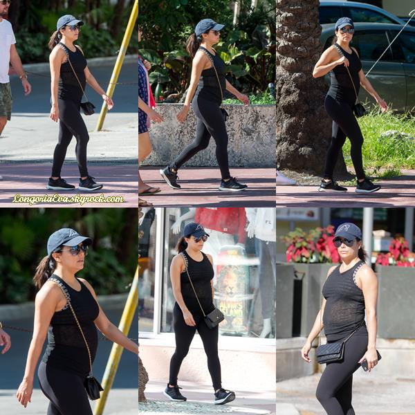 24/12/17 : Eva faisant du shopping à Whole Foods à Miami Beach.