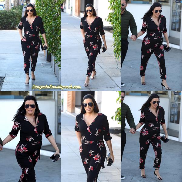 25/01/18 : Eva quittait le restaurant italien  E Baldi  à Beverly Hills , en - Californie. La talentueuse actrice est juste magnifique avec son petit ventre arrondi, c'est un top !