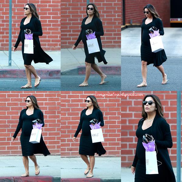 22/02/18 : Eva était de sortie dans les rues de Beverly Hills , en - Californie. La belle actrice nous offre une tenue très décontractée mais elle est pardonnée en nous montrant son joli ventre arrondi !