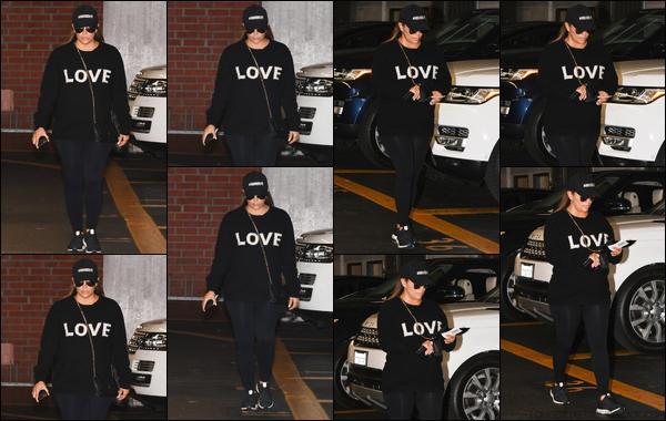 - 02/05/18 : Eva L.a été photographiée lorsqu'elle se promenait dans les belles rues de Beverly Hills. -