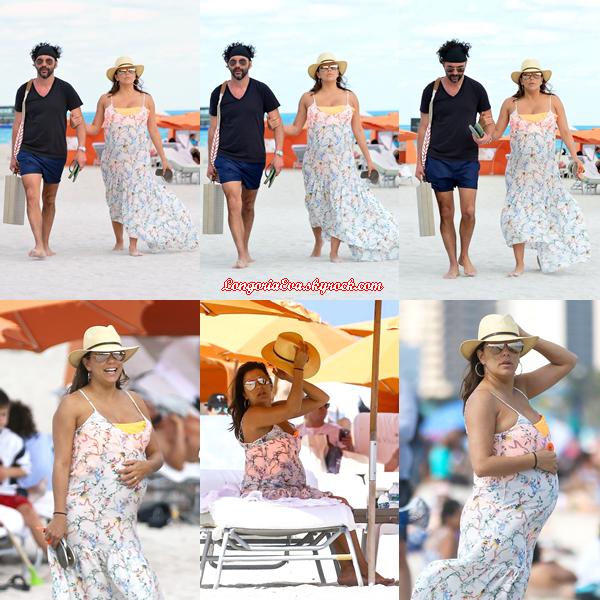 26/03/18 : Eva était aperçue sur une plage à Miami , en - Floride. Une très jolie tenue pour l'actrice, c'est un top !