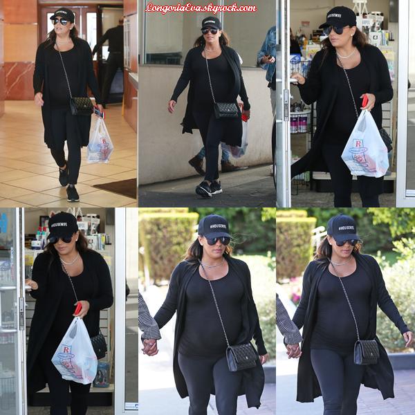 12/04/18 : Eva était de sortie à Beverly Hills , en - Californie. Une tenue de nouveau sombre mais confortable, c'est le principal.