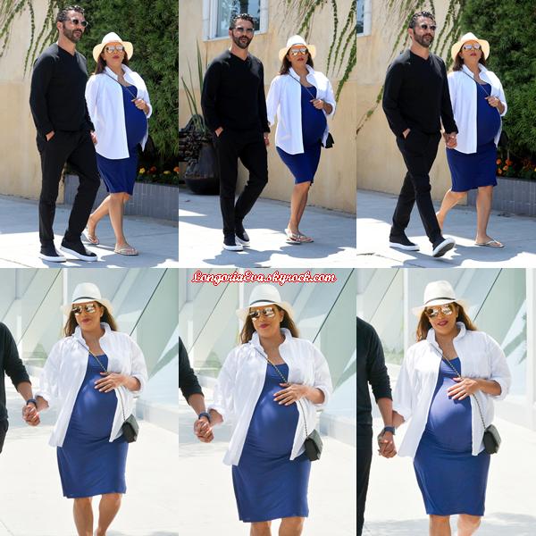 07/06/18 : Eva se promenait dans les rues de Beverly Hills , en - Californie. Une jolie tenue qui change du noir d'ordinaire j'aime beaucoup, c'est un top pour moi encore une fois !