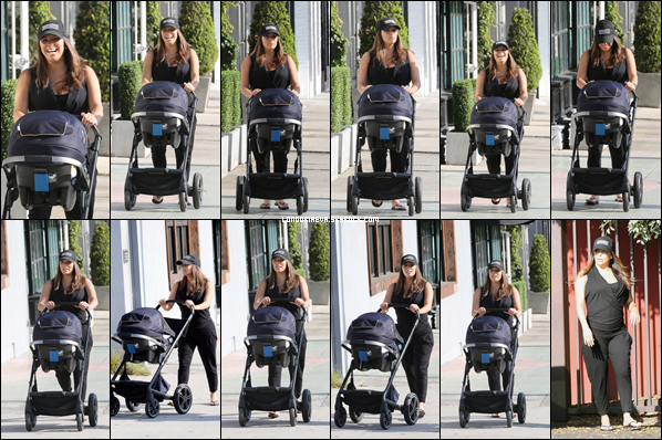 15/08/18 : Eva se promenant avec son fils Santiago à Beverly Hills , en - Californie. Une tenue vraiment basique mais efficace petit top pour miss Longoria !