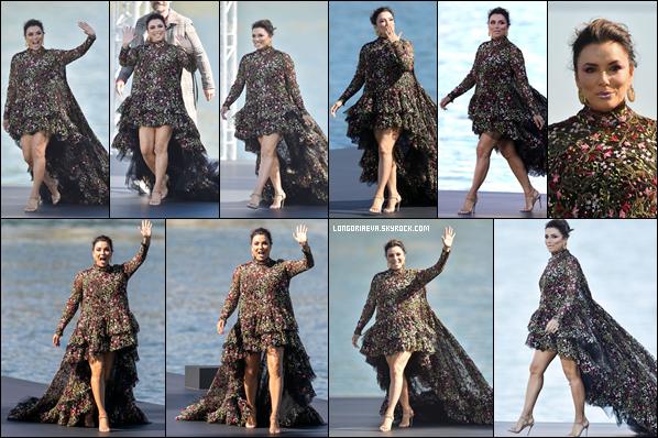 30/09/18 : Eva défile dans le cadre de la Fashion Week Parisienne pour L'Oréal marque dont elle est égérie à Paris , en - France. Un superbe événement qui se solde par un énorme top sans aucune hésitation pour la jolie maman qui le vaut bien !