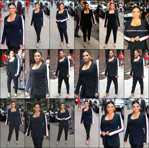 02/10/18 : Eva arrivant à l'émission Stephen Colbert Show à New York City , à - N-Y. Une tenue encore une fois sombre mais je dois avouer que l'actrice est classe habillée ainsi c'est un top !