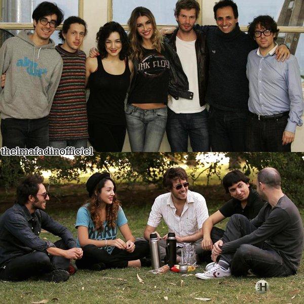 De nouvelles photos sont apparues.Une sur le set de Mentira la Verdad et l'autre avec la troupe de comedien qui vont jouer La piedad y los animales.