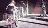 06/04/12 : Miley faisant du vélo avec ses deux soeurs, Noah et Brandi à Toluca Lake.