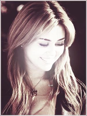 Miley a été interviewée par Yahoo Philippines. L'interview ci-dessous :