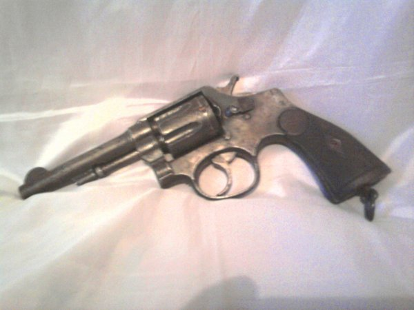 1892 de fabrication espagnol sous licensse Smith & Wesson il est de calibre 38