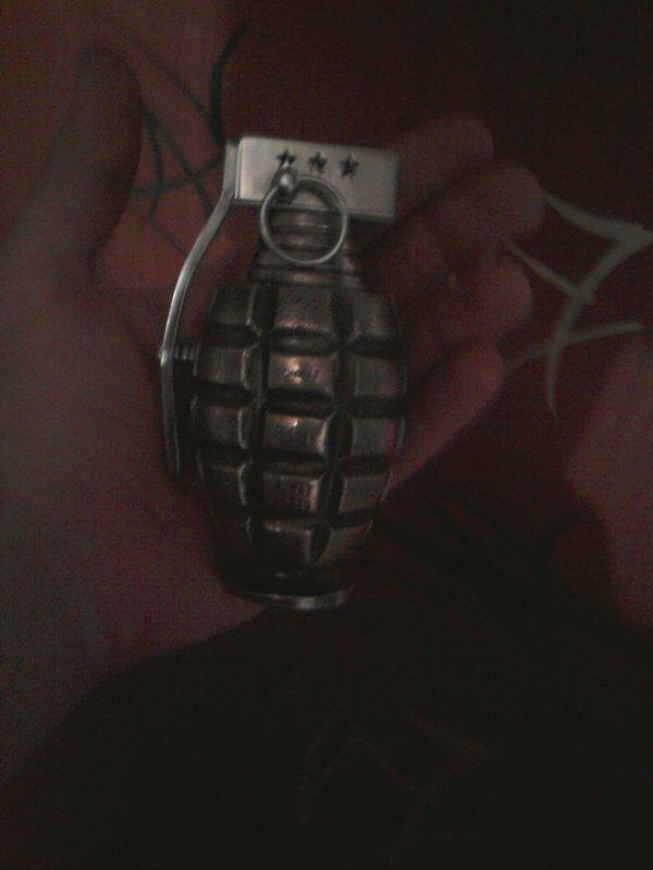 grenade briquer