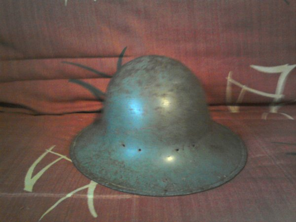 casques civilian Steel Helmet ( http://world-war-helmets.com/fiche.php?q=Civilian-Steel-Helmet-Zuckerman )
