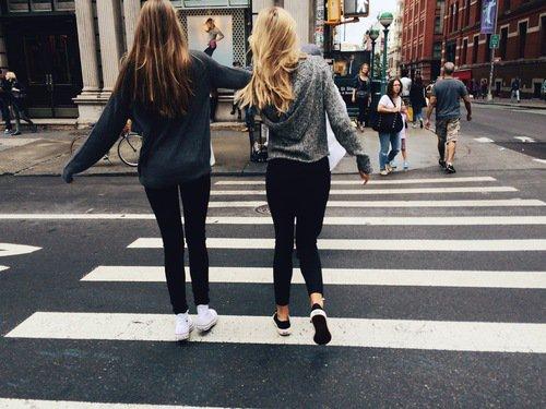 « Un des bonheurs de l'amitié c'est d'avoir à qui confier un secret » Alessandro Manzoni